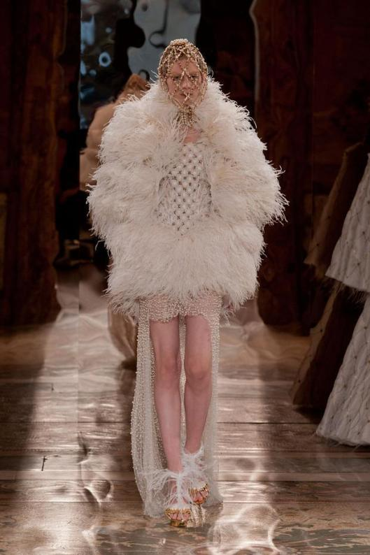 alexander-mcqueen-autumn-fall-winter-2013-pfw9