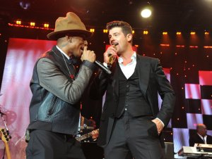 pharrell willliams_robin thicke, 2014 grammys, popsugar