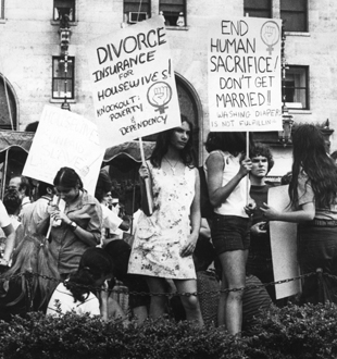 60s activisim blogspot.stockton.eduWomens-Lib-protesters-divorce-marriage
