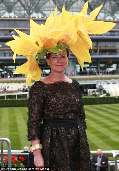 royal ascot dailymail article-2662351-1EEC025B00000578-169_470x676