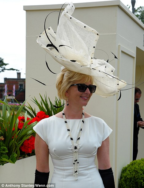 royal ascot dailymailarticle-2662351-1EEB398000000578-501_470x613
