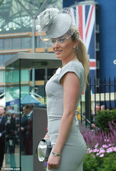 royal ascot dailymailarticle-2662351-1EEB5E3700000578-203_470x694