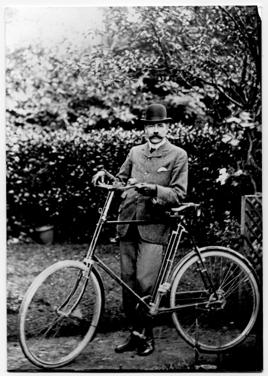 cycle fashion from anywhen.com Eng composer edward elgarElgar-with-bicycle-c-1900.