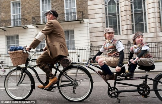 cycle fashion tweed run 2014 dailymailarticle-2308626-1944C86C000005DC-647_634x407