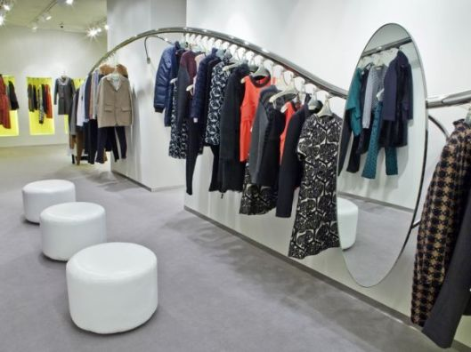 shopping clothes on hangers homeditcommarni-barcelona-clothes-shopping-interior-design1