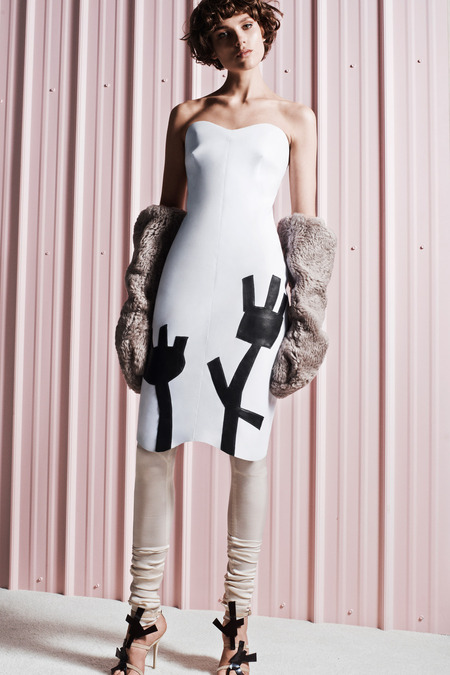 gargantuan gloves start of something big style comAcneStudios_009_1366.450x675