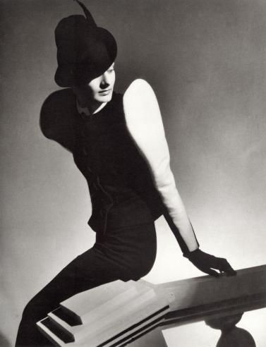 horst white sleeve, vogue, 1936 jacksonfineart385