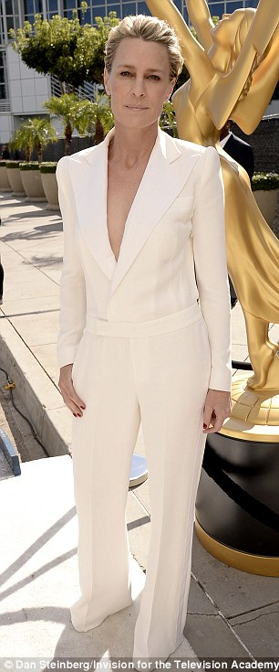 robin wright dailymailarticle-2734377-20CBDD3D00000578-533_306x735