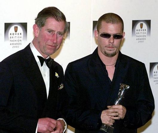 prince charles presents designer of the year award to mcqueen 2001 from sfgatecom628x471
