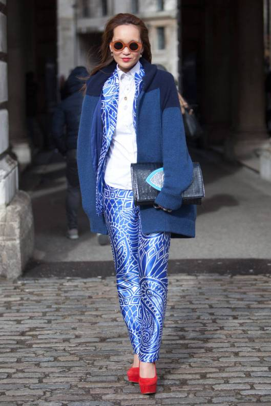 trouser suit blue silk printellecom-08-lfw-street-style-day-one-v-xln