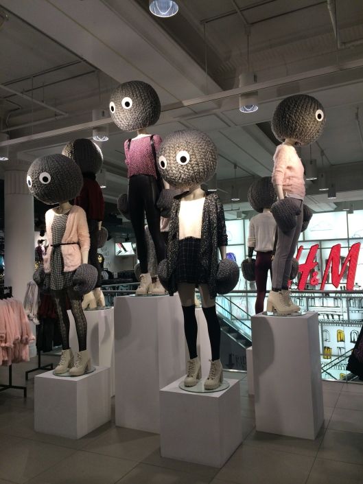 mannequin, H & M, yarn heads and hands