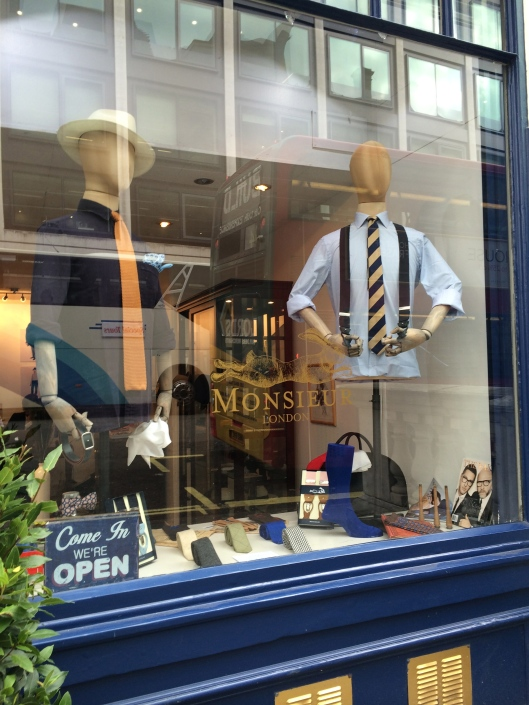 mannequin, monseuir london accessories, wood/ from the chest up