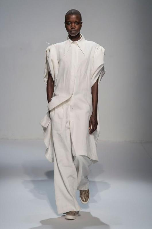 moon young hee, all white ensemble, trousers/ long top with structural sleeves
