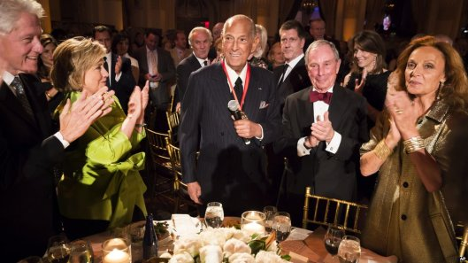 oscar de la renta honoured, medal of excellence
