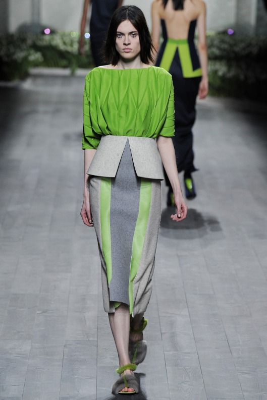 autumnal green, top, skirt with grey, vionnet, a 14, style LAR_1488.1366x2048