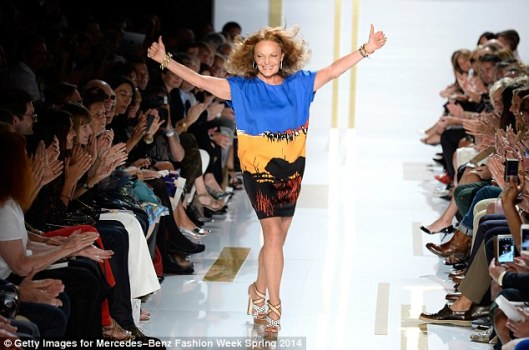 DVF, thumbs up