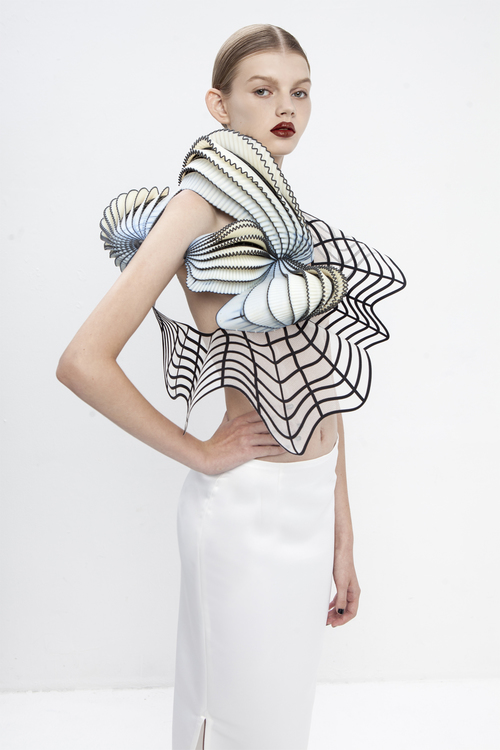 noa raviv, graduate collection, single should top, side view