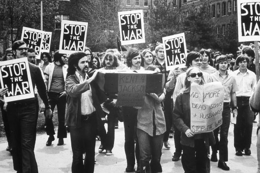 70s fashion, anti vietnam war protests, archive.library.illinois.edu 0123