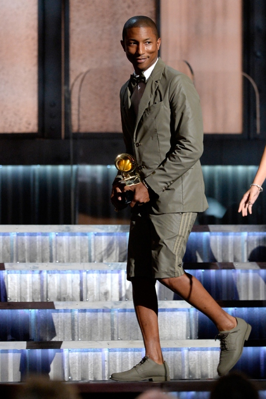 pharrell accepts grammy award, 2015