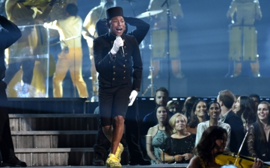 pharrell, performs in bell hop suit, grammy 2015