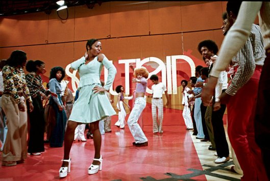 soul train line, colour image