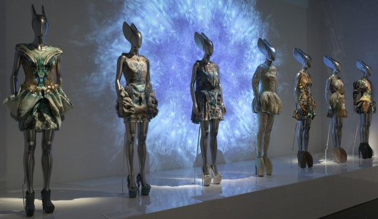 alexander mcqueen, savage beauty, met, images
