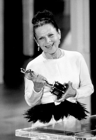 ruth gordon, receives Oscar, supporting actress, rosemary's baby