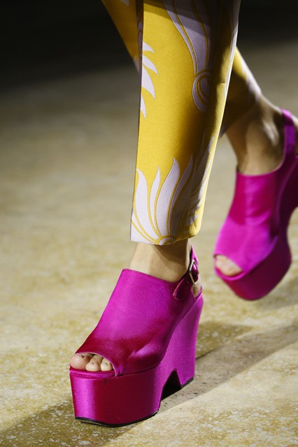 pfw, spring 2016, dries van noten, detail, platform shoe, hot pink,