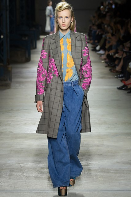 pfw, spring 2016, oversized denim trousers, window pane overcoat with pink fern like details, dries van noten
