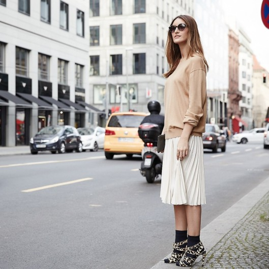 sock fashion, creme outfit, lookbook,nu