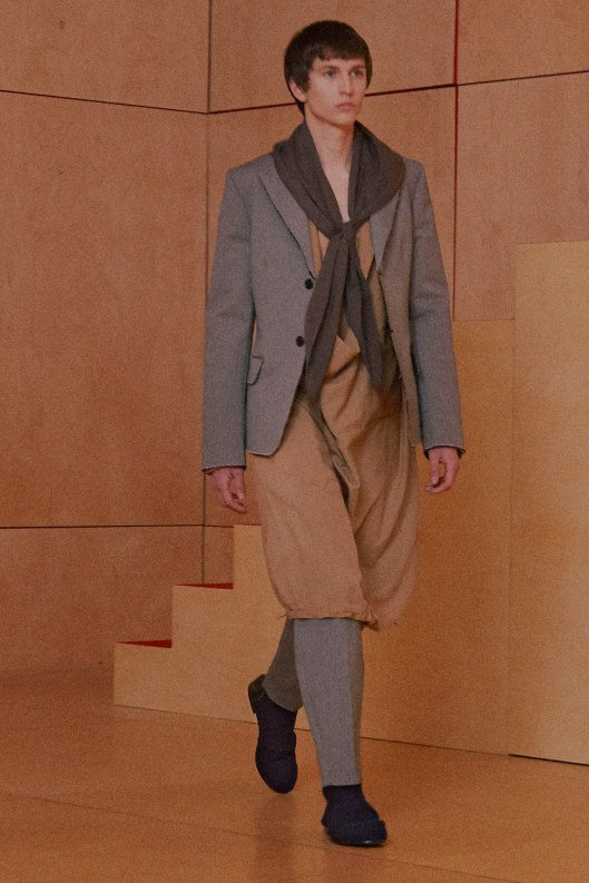 paris, men, a16, drawstring dress over trousers, acne-studios-menswear, voguecom -fall-2016