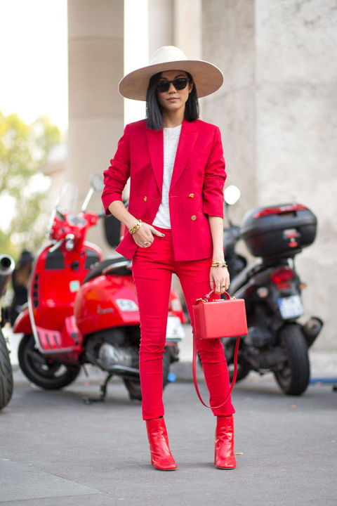 olour commit, lady, red trouser suit, photo by diego zuko