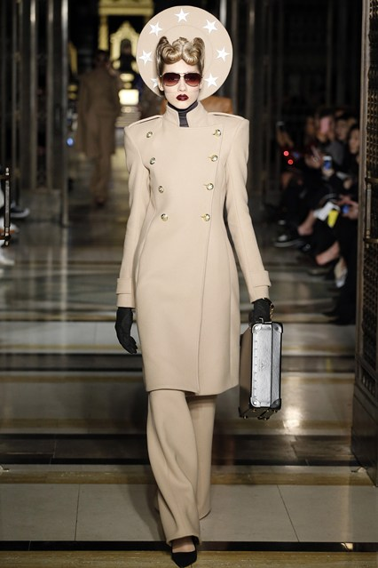 lfw f16, gareth pugh, joan crawford goes travelling, vogue