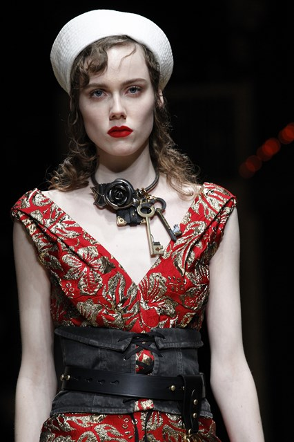 accessories, how to, sailor cap, necklace with skull keys, garter, denim garter belt, Prada, vogue