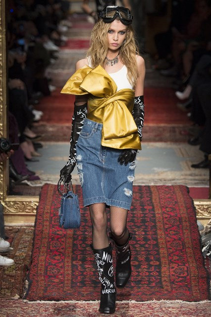 accessories, mfw f16, goggles on top, Moschino,