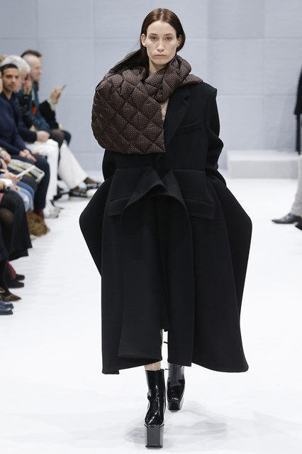 pfw, a16, balenciaga, exaggerated proportions, coat, quilt scraf, vogue _MON0742_426x639_1