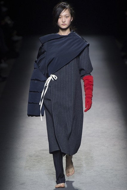 pfw, a16, jacquemus, asymmetric elements, vogue