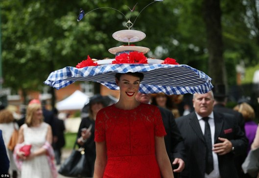 ascot, ladies day, tea tiered caddy, dailymail 355AE61900000578-3644555-A_model_wears_an_afternoon_tea_inspired_hat_with_florentines_fro-a-94_1466096225140