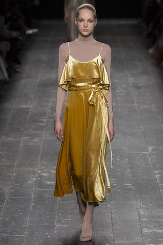 fall-a16-butterscotch-yellw-velvet-dress-valentino-