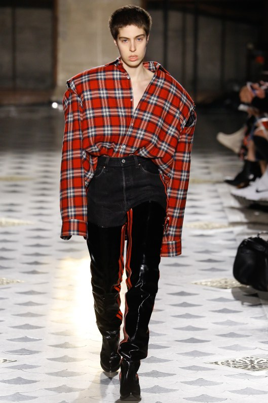 vetements-a16-plaid-shirt-super-sized-vogue-_luc3502