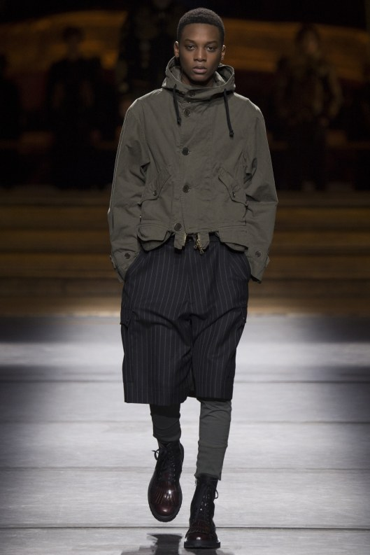 athleisure-mens-dries-van-noten-pinstripes-short-trousers-leggings-vogue-_dri0865