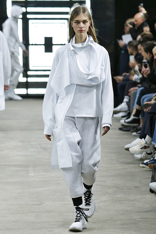athleisure-wear-y-3-ladies-all-white-vogue-_mon0415