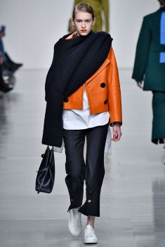 sweaters-as-scarves-eudon-choi-aw17-vogue-810